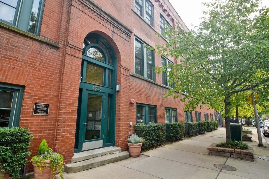 Real Estate Photography - 1335 West Altgeld St, 1C, Chicago, IL, 60614 - Front View