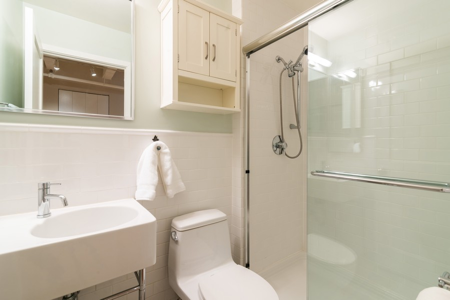 Real Estate Photography - 1335 West Altgeld St, 1C, Chicago, IL, 60614 - 2nd Bathroom