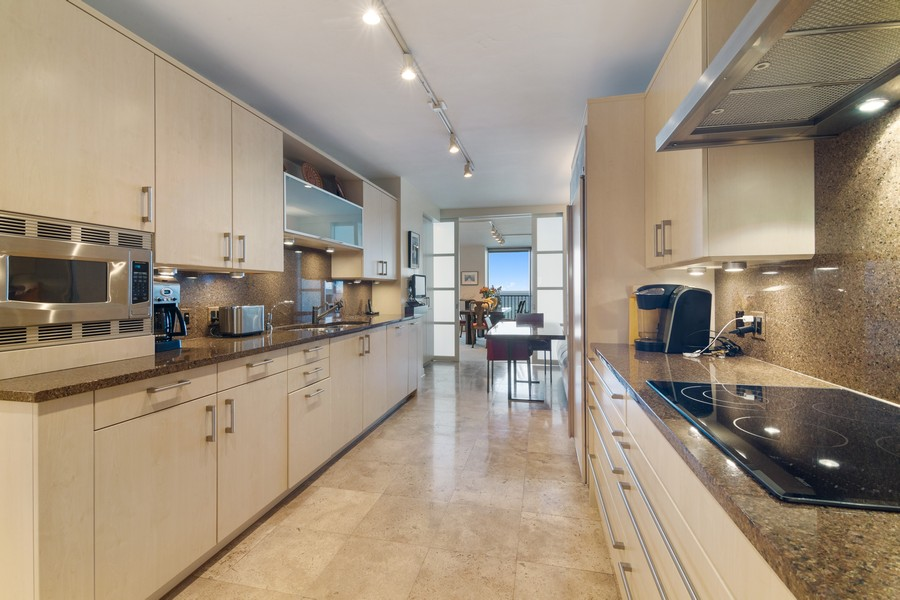 Real Estate Photography - 1420 Sheridan Rd, 7F, Wilmette, IL, 60091 - Kitchen
