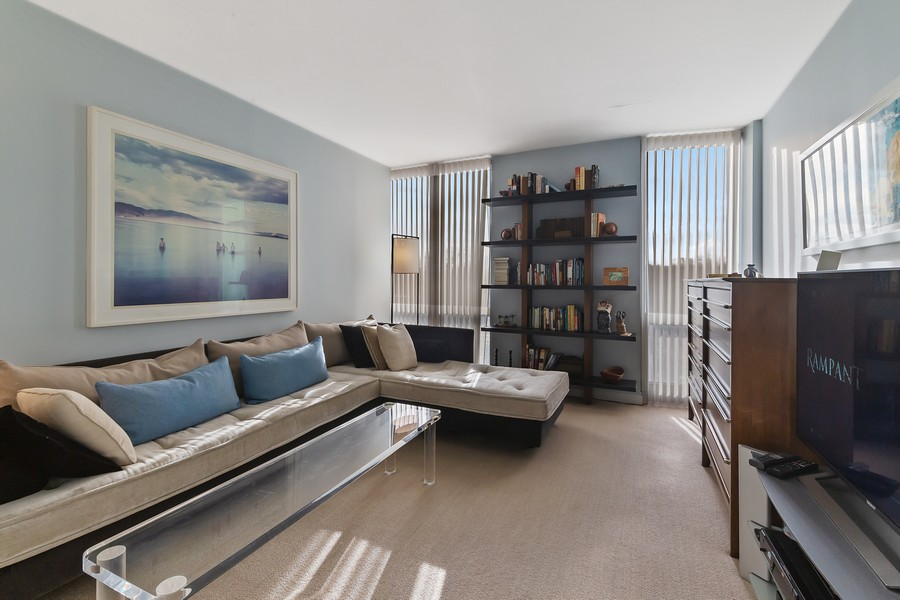 Real Estate Photography - 1420 Sheridan Rd, 7F, Wilmette, IL, 60091 - Bedroom