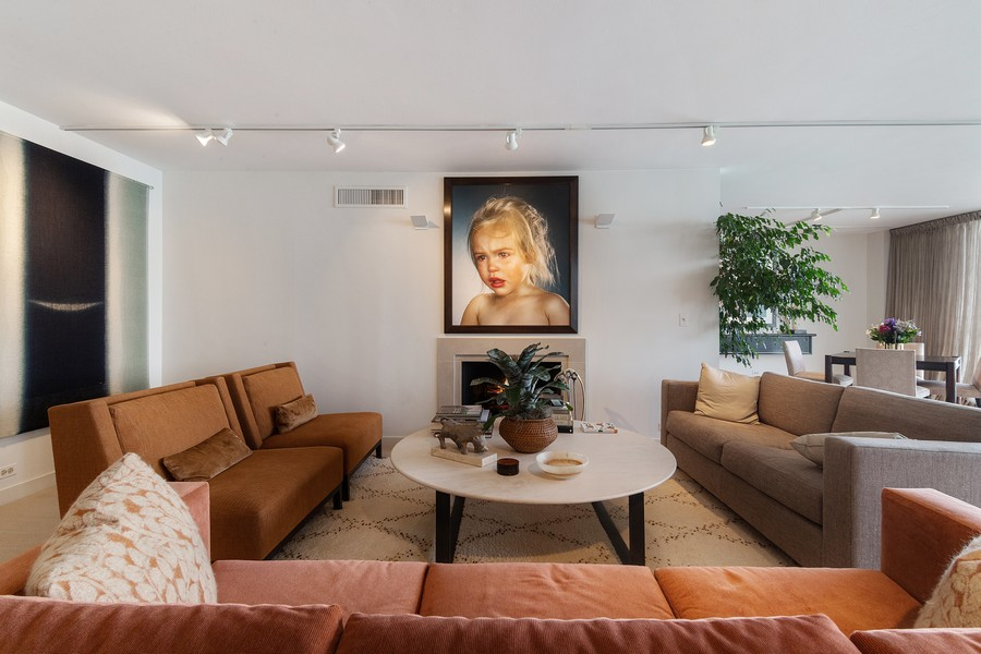 Real Estate Photography - 1420 Sheridan Rd, 7F, Wilmette, IL, 60091 - Family Room