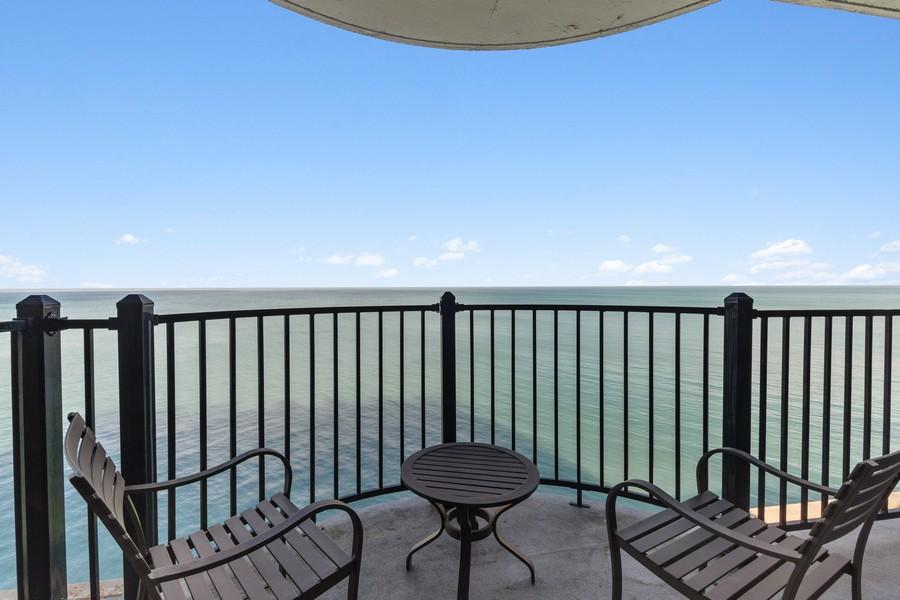 Real Estate Photography - 1420 Sheridan Rd, 7F, Wilmette, IL, 60091 - Balcony