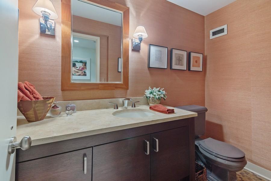 Real Estate Photography - 1420 Sheridan Rd, 7F, Wilmette, IL, 60091 - Half Bath