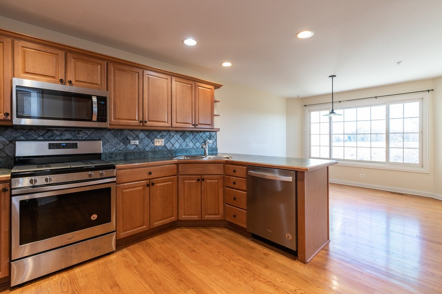 Real Estate Photography - 33051 North Stone Manor Dr, Grayslake, IL, 60030 - Kitchen