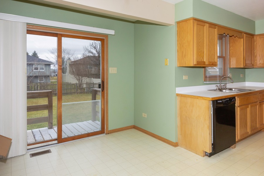 Real Estate Photography - 6601 Morningstar Ln, Plainfield, IL, 60586 - Breakfast Area