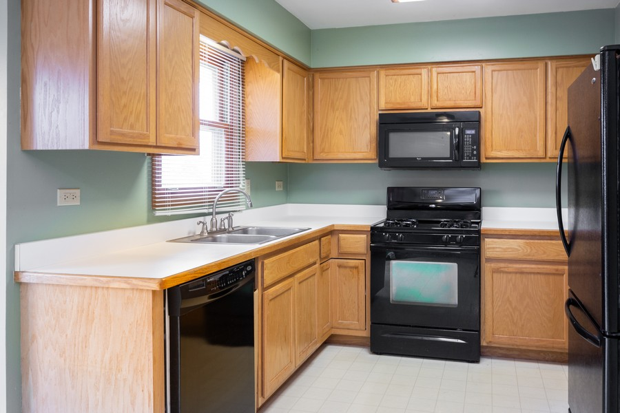 Real Estate Photography - 6601 Morningstar Ln, Plainfield, IL, 60586 - Kitchen