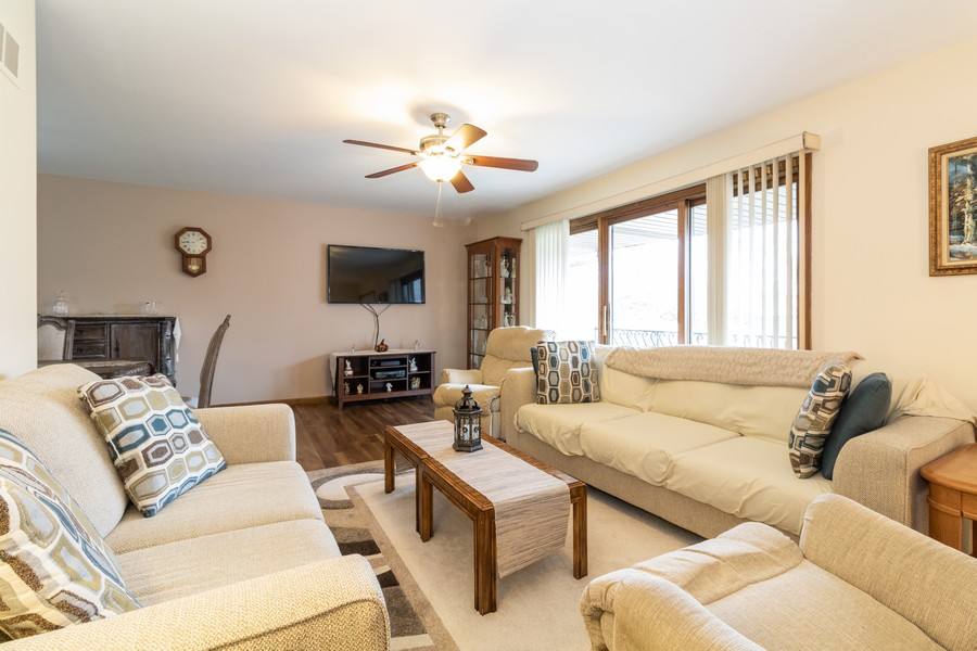 Real Estate Photography - 15621 Violet Ct, Orland Park, IL, 60462 - Living Room