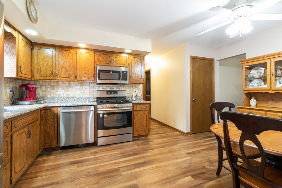 Real Estate Photography - 15621 Violet Ct, Orland Park, IL, 60462 - Kitchen