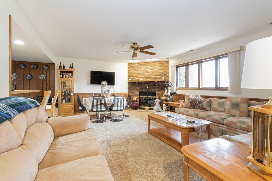 Real Estate Photography - 15621 Violet Ct, Orland Park, IL, 60462 - Family Room