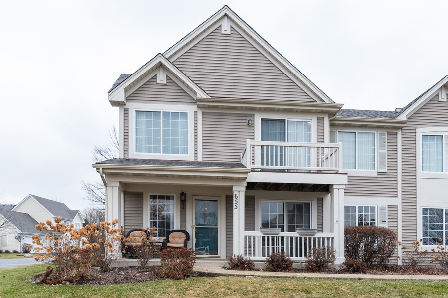 Real Estate Photography - 655 Lincoln Station Dr, 1002, Oswego, IL, 60543 - Front View