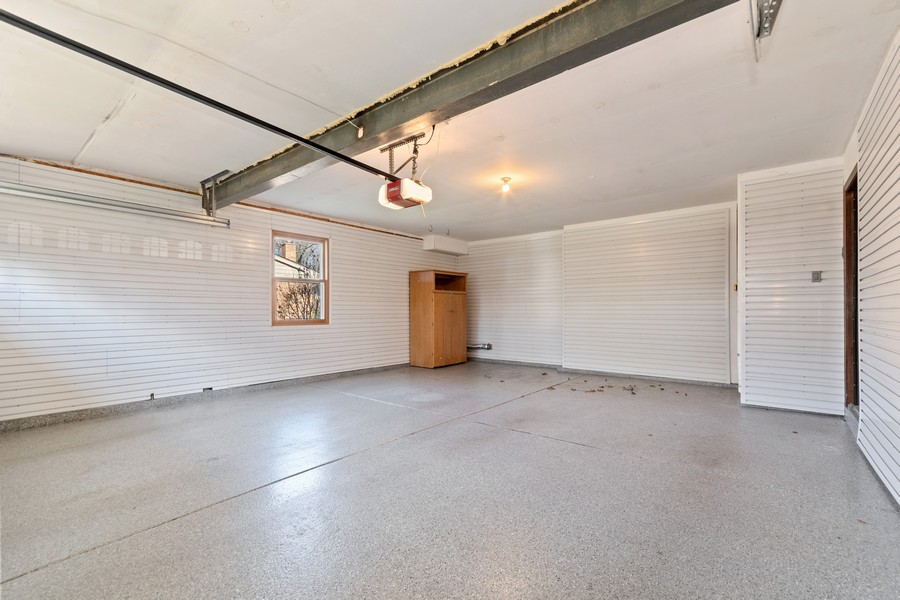 "Real Estate Photography - 1552 Chippewa Dr, Naperville, IL, 60563 - Epoxy floor & Gladiator ""ready"" garage walls"