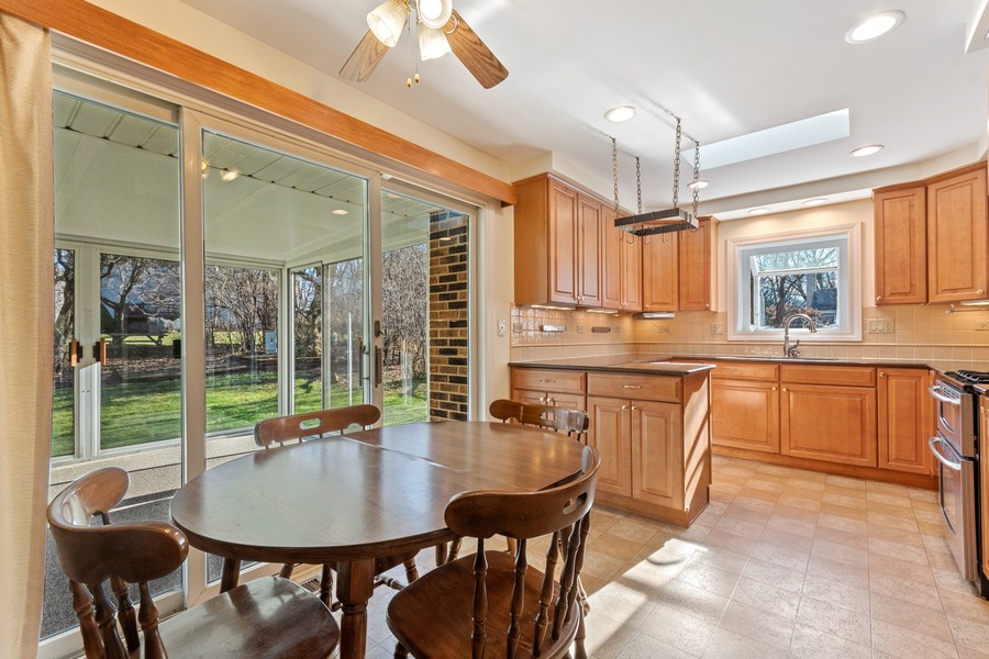 Real Estate Photography - 1552 Chippewa Dr, Naperville, IL, 60563 - Great kitchen design and finish