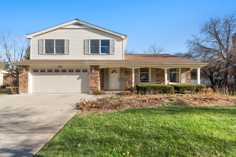 Real Estate Photography - 1552 Chippewa Dr, Naperville, IL, 60563 - Welcome!