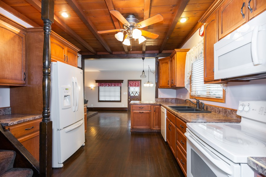 Real Estate Photography - 304 West Haven Ave, New Lenox, IL, 60451 - Kitchen