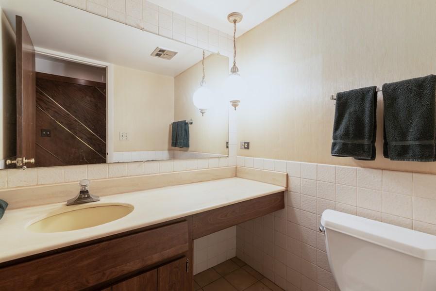 Real Estate Photography - 419 Regal Ct, Addison, IL, 60101 - 3rd Bathroom
