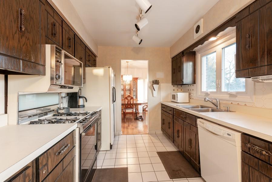 Real Estate Photography - 419 Regal Ct, Addison, IL, 60101 - Kitchen