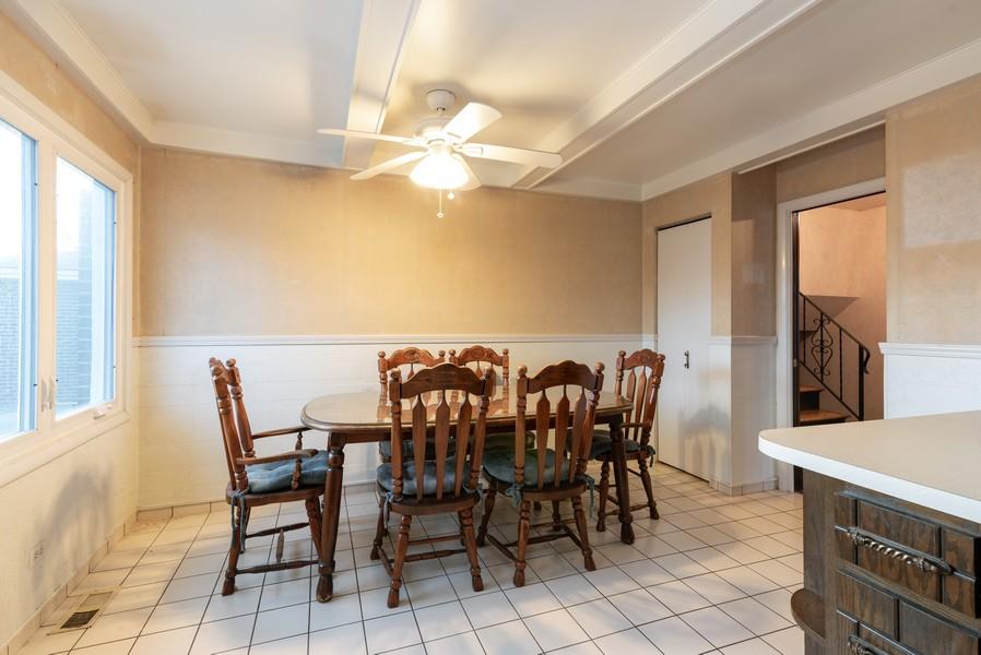 Real Estate Photography - 419 Regal Ct, Addison, IL, 60101 - Breakfast Area