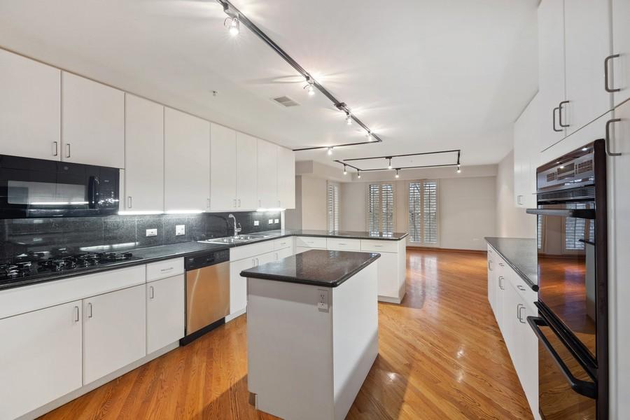 Real Estate Photography - 380 Green Bay Rd, 3D, Winnetka, IL, 60093 - Kitchen / Breakfast Room