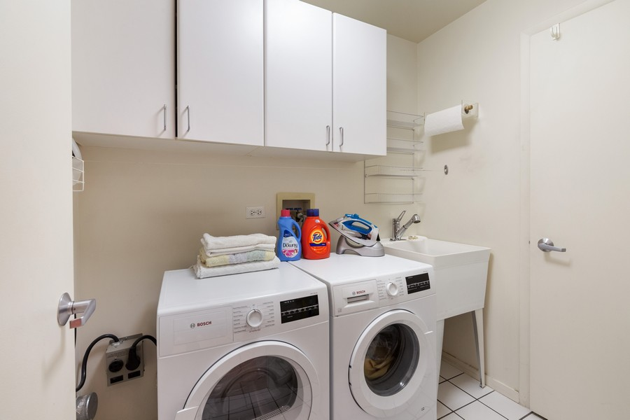 Real Estate Photography - 380 Green Bay Rd, 3D, Winnetka, IL, 60093 - Laundry Room