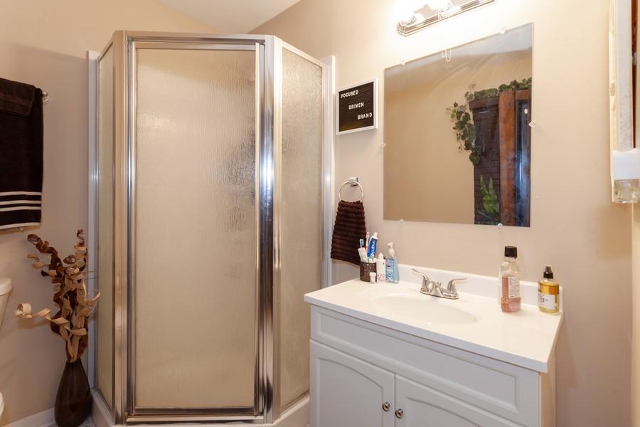 Real Estate Photography - 909 Fieldside Ln, Aurora, IL, 60504 - Master Bathroom