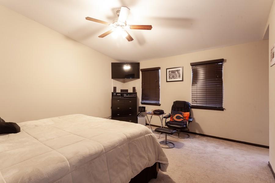 Real Estate Photography - 909 Fieldside Ln, Aurora, IL, 60504 - Master Bedroom