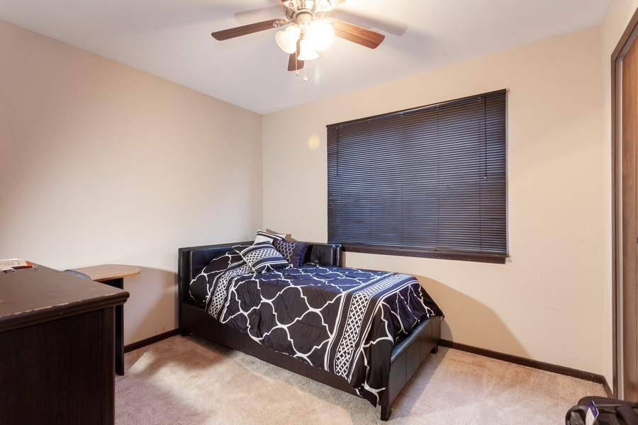 Real Estate Photography - 909 Fieldside Ln, Aurora, IL, 60504 - 3rd Bedroom