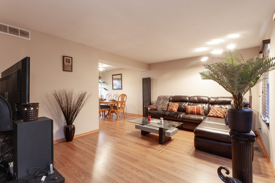 Real Estate Photography - 909 Fieldside Ln, Aurora, IL, 60504 - Living Room