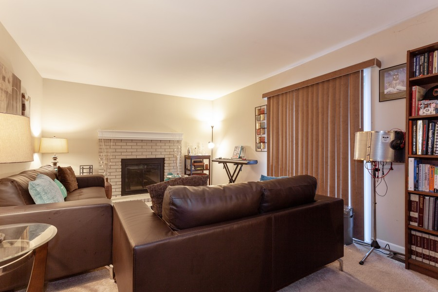 Real Estate Photography - 909 Fieldside Ln, Aurora, IL, 60504 - Family Room