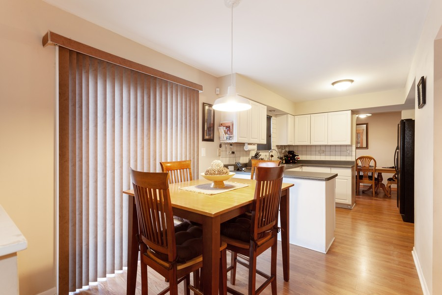 Real Estate Photography - 909 Fieldside Ln, Aurora, IL, 60504 - Breakfast Area