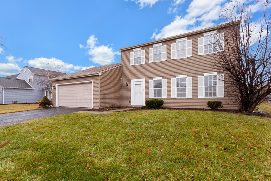 Real Estate Photography - 909 Fieldside Ln, Aurora, IL, 60504 - Front View