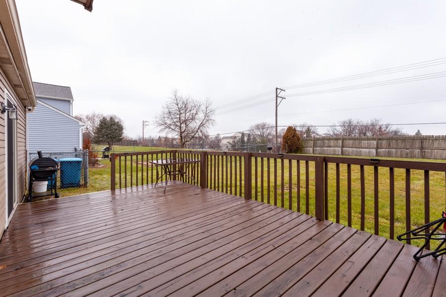 Real Estate Photography - 909 Fieldside Ln, Aurora, IL, 60504 - Deck