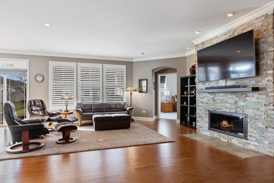 Real Estate Photography - 2811 Melrose Ln, Naperville, IL, 60564 - Living Room