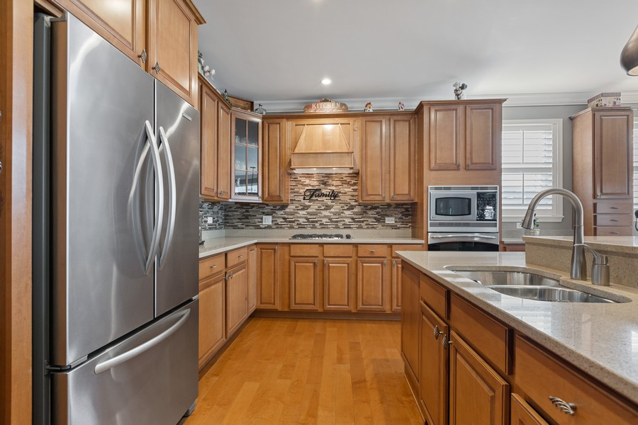 Real Estate Photography - 2811 Melrose Ln, Naperville, IL, 60564 - Kitchen