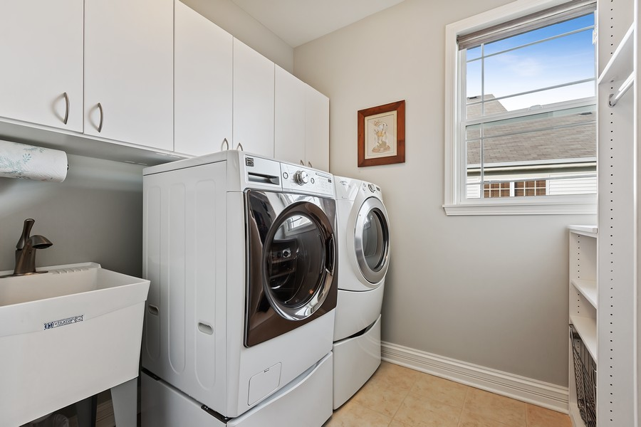 Real Estate Photography - 2811 Melrose Ln, Naperville, IL, 60564 - Laundry Room