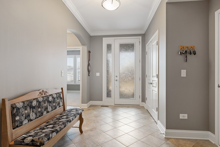 Real Estate Photography - 2811 Melrose Ln, Naperville, IL, 60564 - Entryway