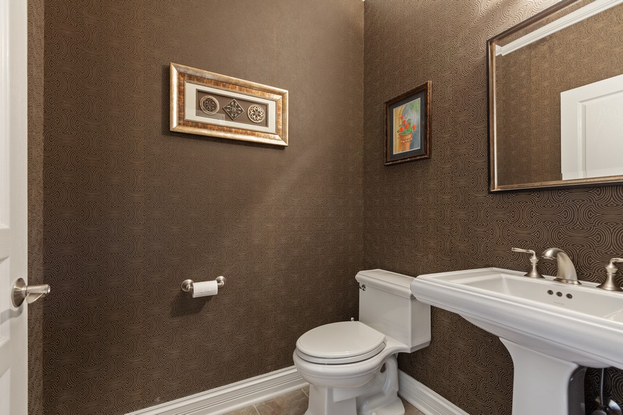 Real Estate Photography - 2811 Melrose Ln, Naperville, IL, 60564 - 2nd Bathroom