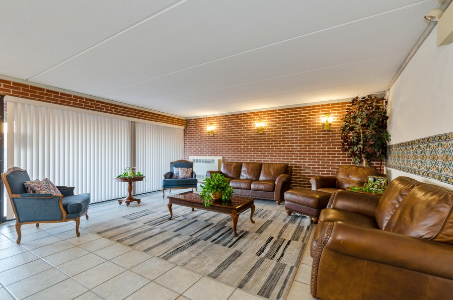 Real Estate Photography - 2086 St Johns Ave, Highland Park, IL, 60035 - Lobby