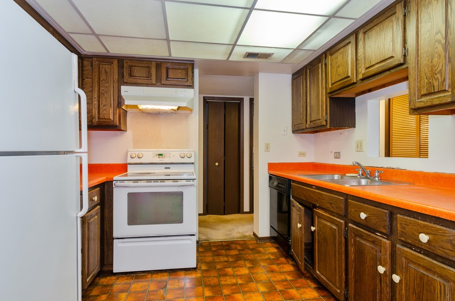 Real Estate Photography - 2086 St Johns Ave, Highland Park, IL, 60035 - Kitchen