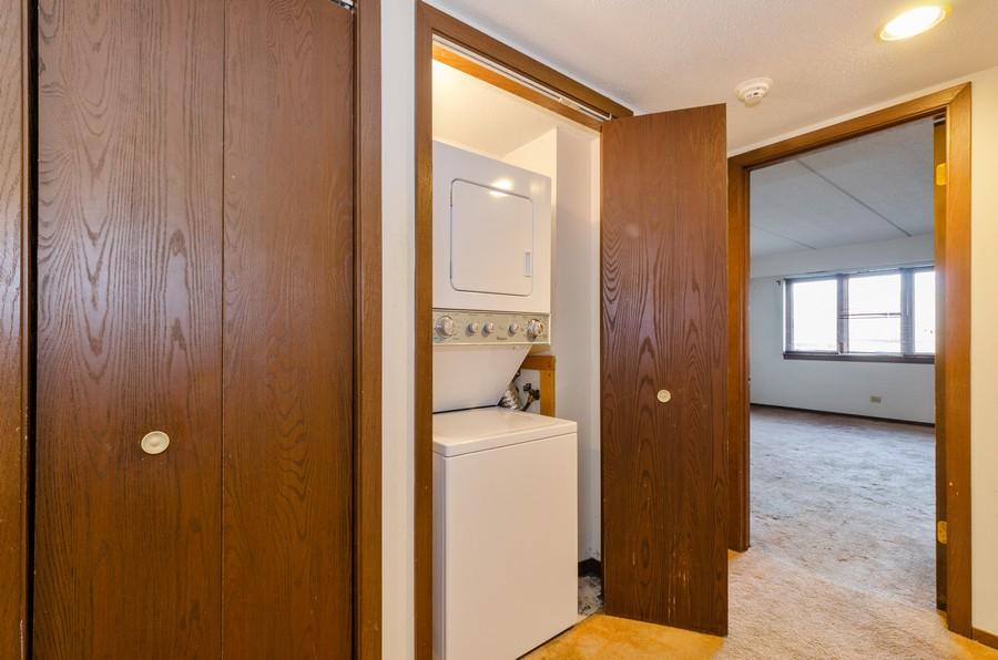 Real Estate Photography - 2086 St Johns Ave, Highland Park, IL, 60035 - Hallway