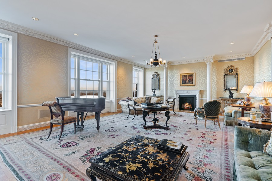 Real Estate Photography - 2450 North Lakeview Ave, 10, Chicago, IL, 60614 - Living Room