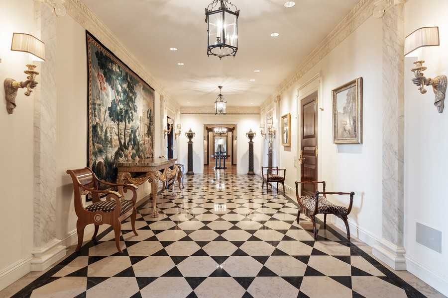 Real Estate Photography - 2450 North Lakeview Ave, 10, Chicago, IL, 60614 - Foyer