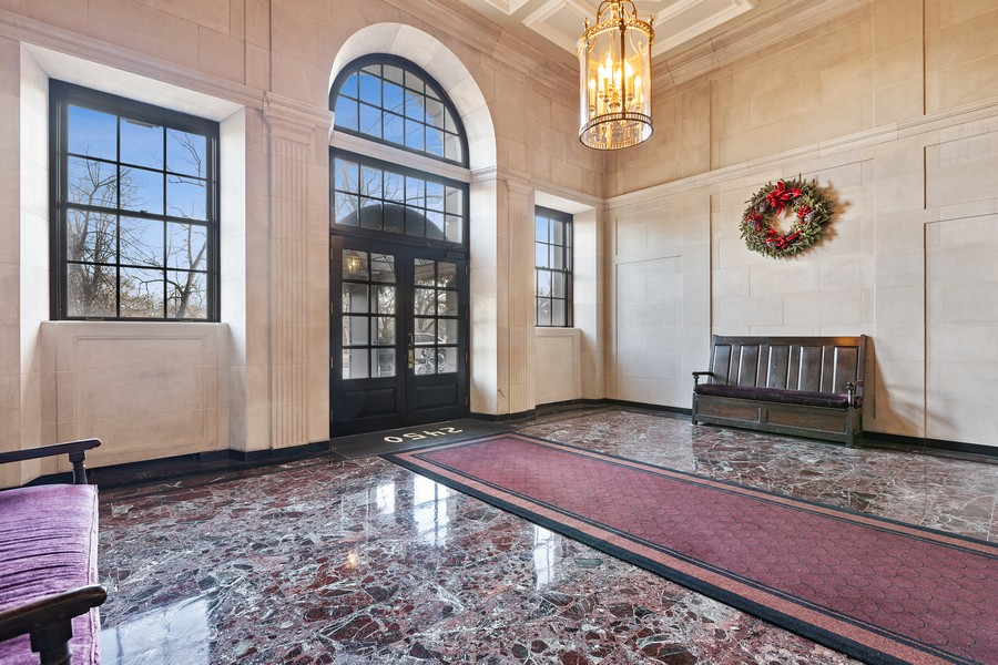 Real Estate Photography - 2450 North Lakeview Ave, 10, Chicago, IL, 60614 - Lobby