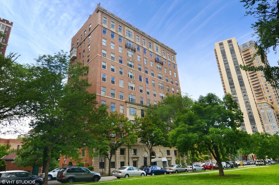 Real Estate Photography - 2450 North Lakeview Ave, 10, Chicago, IL, 60614 - Exterior