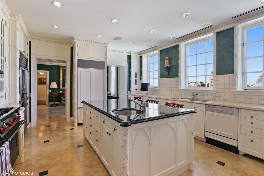 Real Estate Photography - 2450 North Lakeview Ave, 10, Chicago, IL, 60614 - Kitchen