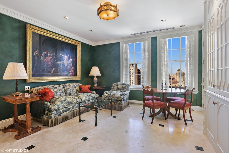 Real Estate Photography - 2450 North Lakeview Ave, 10, Chicago, IL, 60614 - Den/Breakfast Room