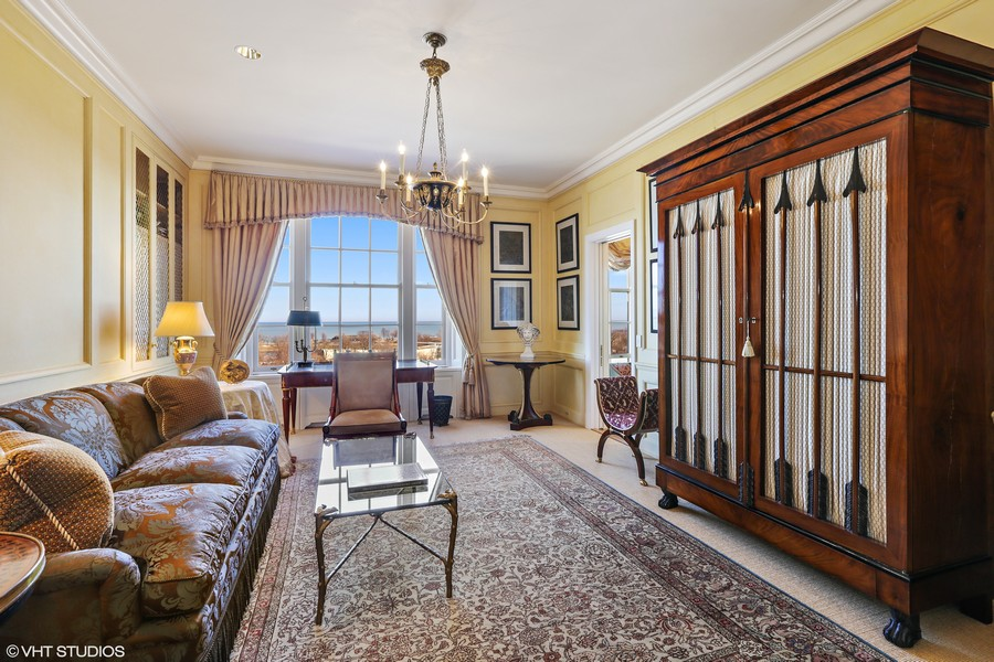 Real Estate Photography - 2450 North Lakeview Ave, 10, Chicago, IL, 60614 - Master Bedroom Sitting Area/En-Suite Bedroom