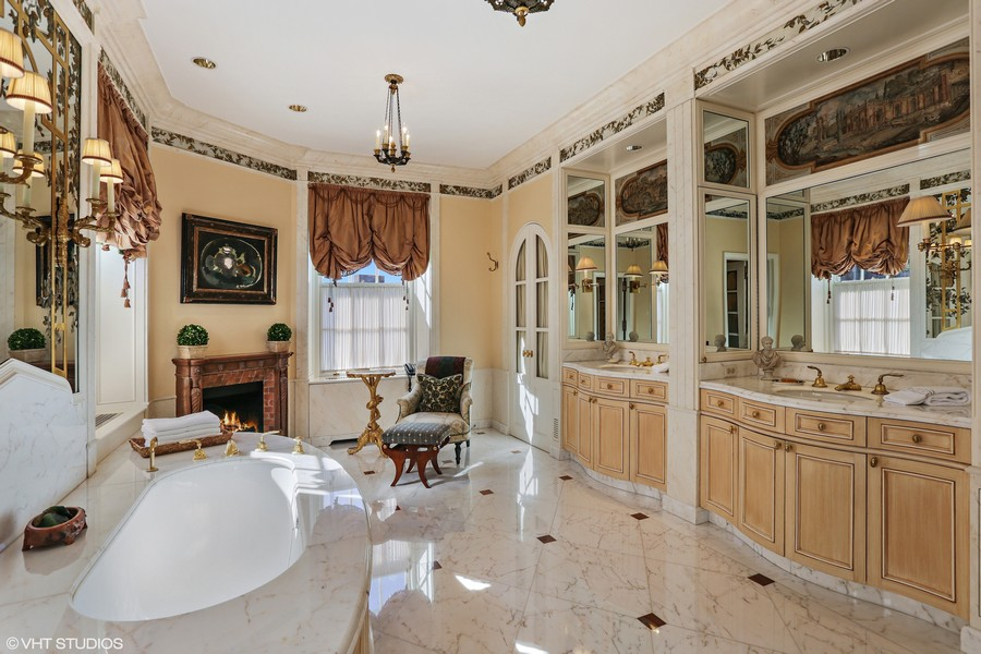 Real Estate Photography - 2450 North Lakeview Ave, 10, Chicago, IL, 60614 - Master Bathroom