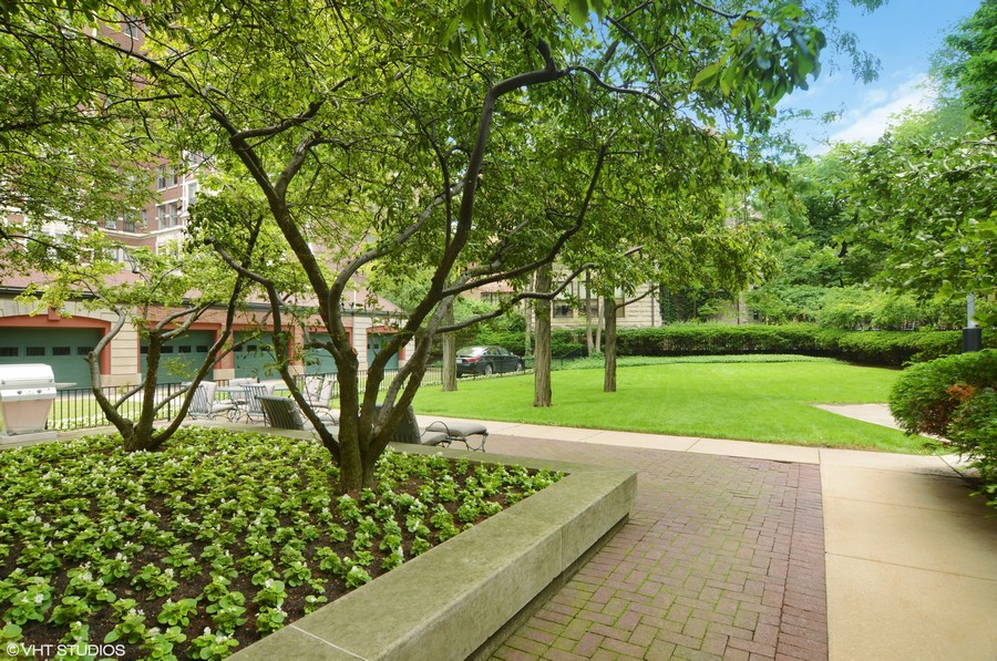 Real Estate Photography - 2450 North Lakeview Ave, 10, Chicago, IL, 60614 - Courtyard