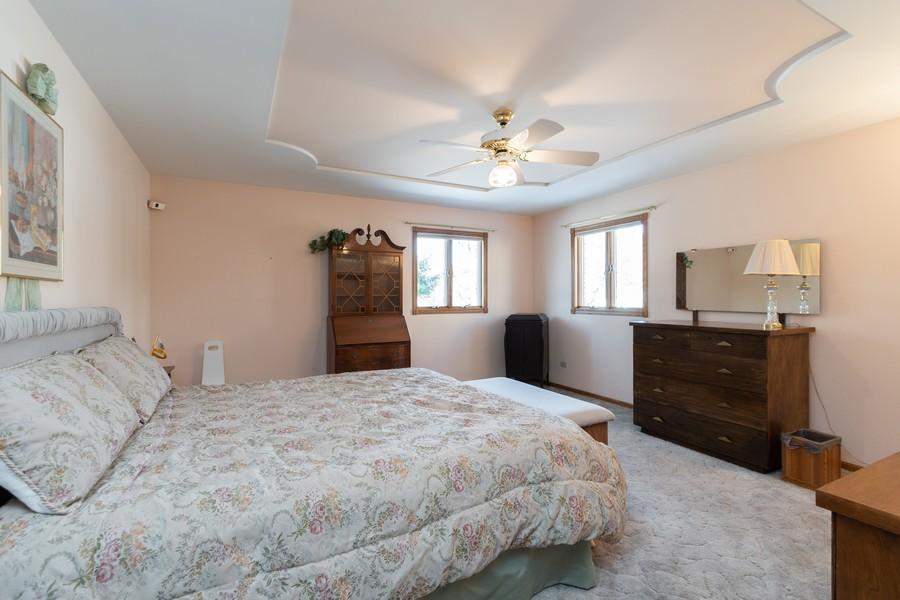 Real Estate Photography - 217 Aspen Dr, New Lenox, IL, 60451 - Master Bedroom