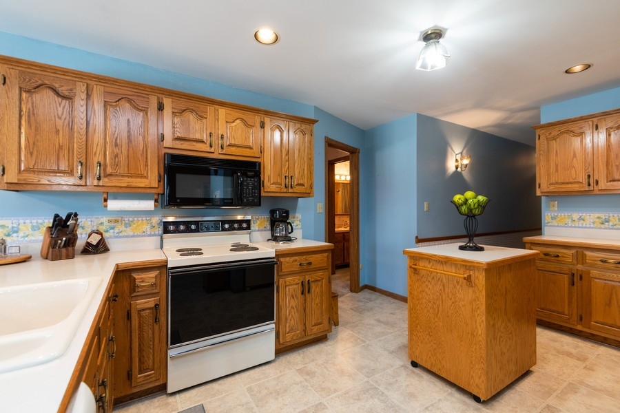 Real Estate Photography - 217 Aspen Dr, New Lenox, IL, 60451 - Kitchen